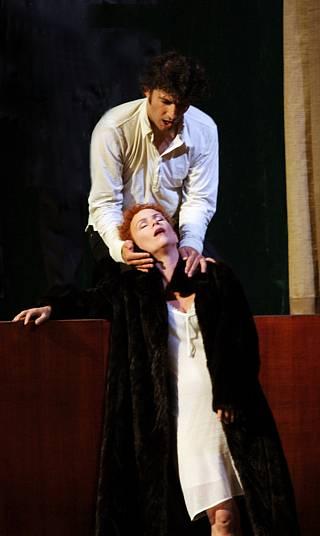Christine Schäfer (Violetta) et Jonas Kaufmann (Alfred) / © Ruth Walz / Opéra de Paris